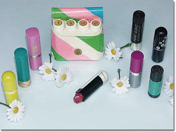Make-up-Artikel aus der Flower-Power-Zeit